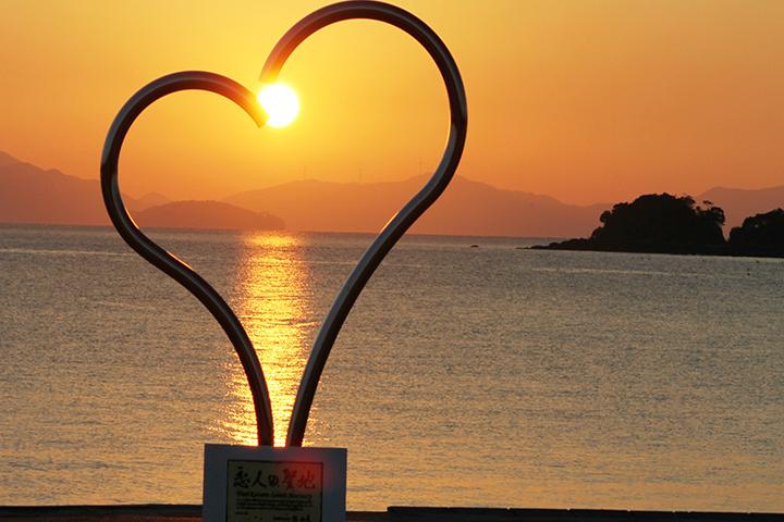 恋人の聖地と夕日